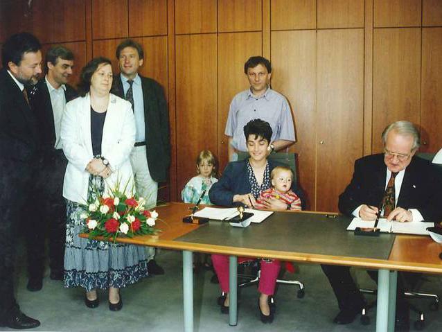 Bei der Unterzeichnung des Koalitionsvertrages