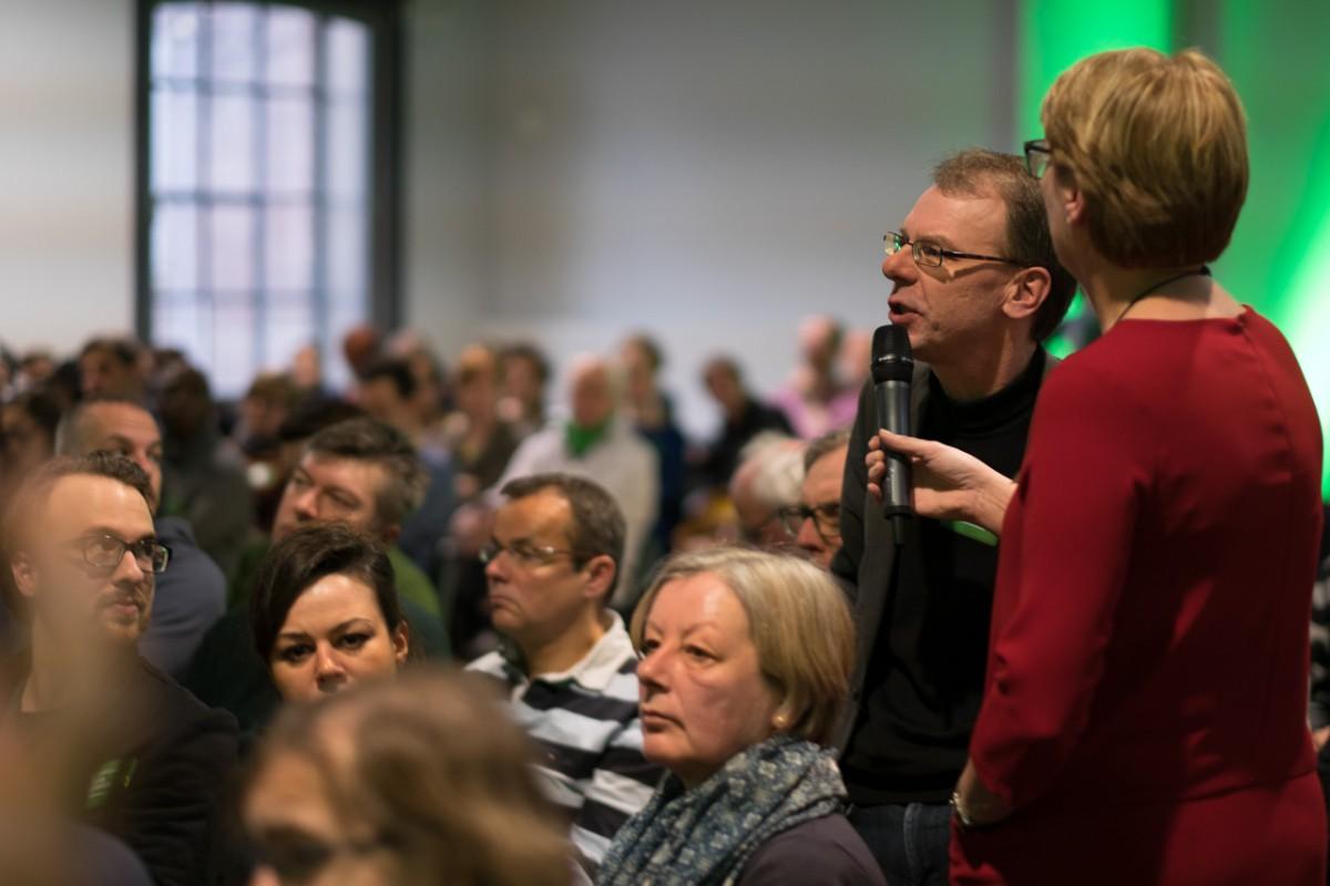 Foto: Diskussionen beim Programmauftakt
