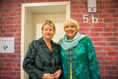 Sylvia Löhrmann und Claudia Roth bei Haustürwahlkampf