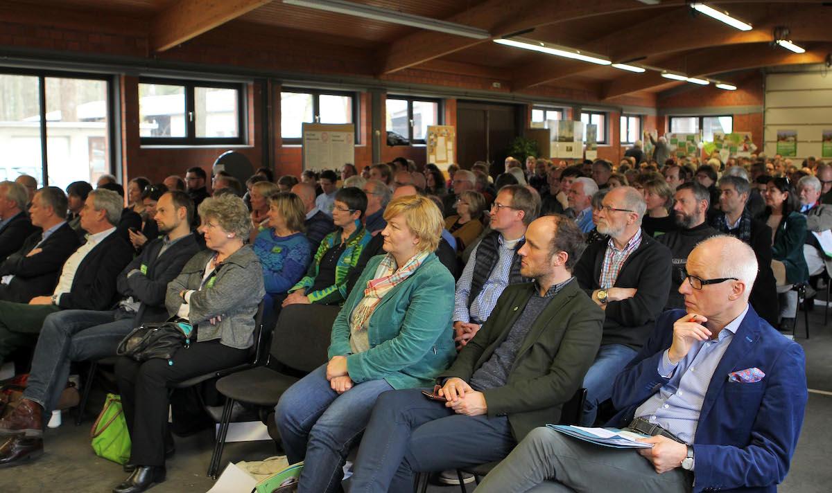 """Über 200 Teilnehmer beim Kongress """"Heimat-Land.Grün""""."""