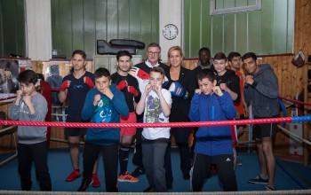 Foto: Mona Neubaur beim Boxclub in Düren im Rahmen der Vielfaltstour