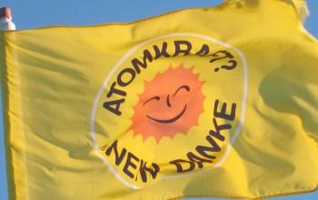 Eine Atomkraft? Nein Danke Flagge - rote Sonne auf gelbem Grund