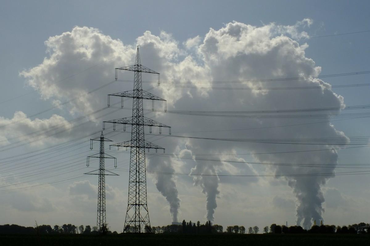 Foto: Indsutrieschlöte, die CO2 produzieren