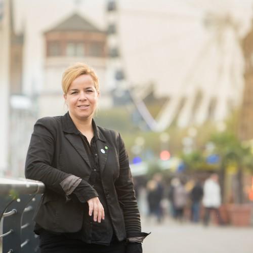 Foto: Mona Neubaur in der Düsseldorfer Altstadt